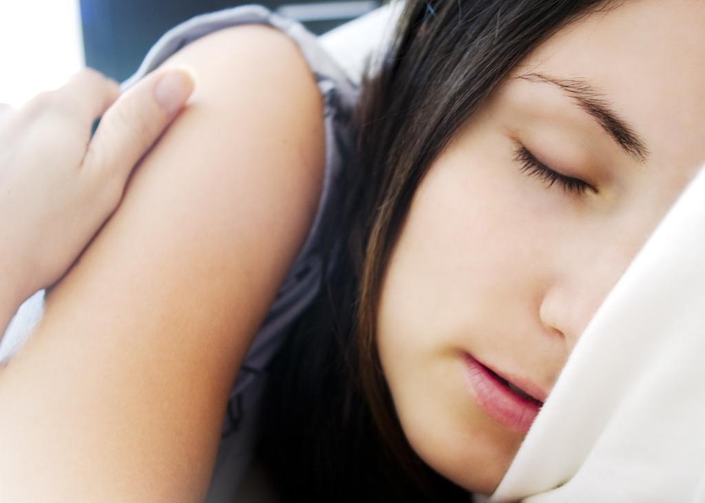 髪の成長には就寝時に出る成長ホルモンの働きが重要